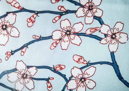 Kirschblüten himmelblau 100 % Seide - Meterware