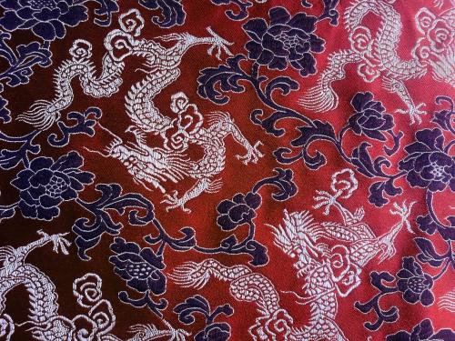 China Brokat Drachen und Blütenornament rot schwarz gold - Meterware