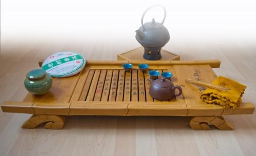 Grosser Teetisch für Teezeremonie im Bambusdesign