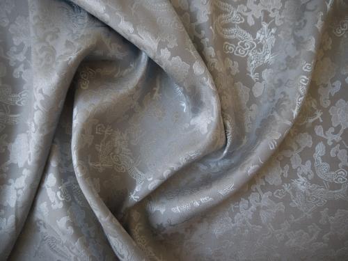 Seidenstoff Drachen grau / silber Meterware