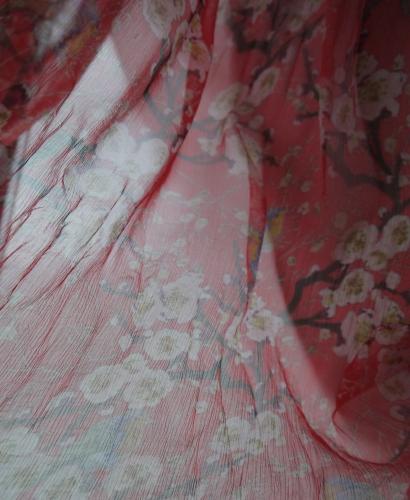 Chiffonseide rot transparent Kirschblüte und Vögel - Meterware