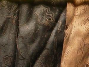 Handgefärbte Bio-Seide aus Kanton Ornament dunkelbraun/beige  - Meterware